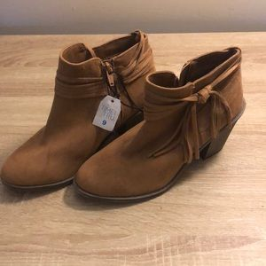 Time and Tru ankle boot size 9 in brown